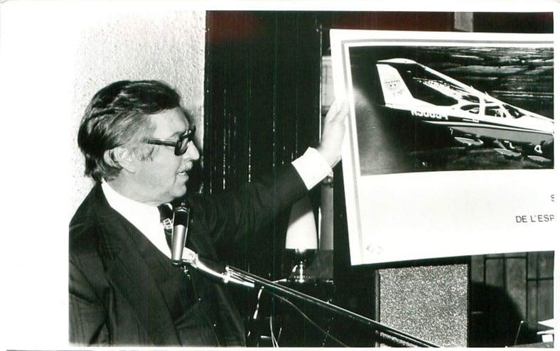 1976 : Le notaire Marcel Claveau, de Chicoutimi, organise une levée de fonds pour acheter le Cessna baptisé Timi