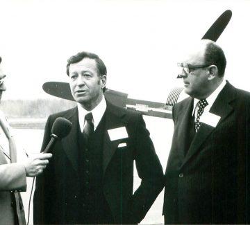 M. Tétreault (président d'Aérobec), Gilles Lamontagne (maire de Québec, pilote, héros de la 2e guerre) et Noël Girard (directeur)