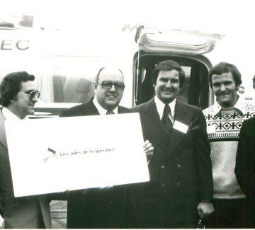 Marcel Beauchemin, M. Tétreault, Noël Girard, Guy St-Pierre (ministre de l'Industrie), Jean Valiquette (pilote) et Gilles Lamontagne (maire de Québec)