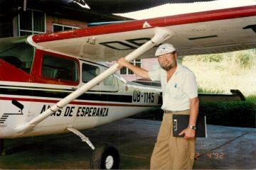 Claude Gagnon devant le Cessna