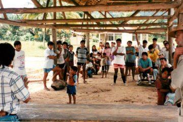 Claude Gagnon, réunion avec les gens de Betania dans la région de Cheni, projet d'élevage