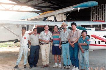 Claude Gagnon avec le personnel de Alas de Esperanza