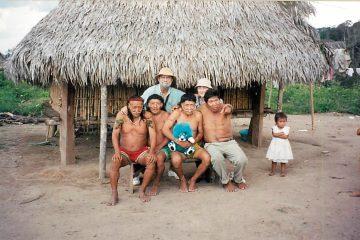 Claude Gagnon et sa femme Ginette Thibault en compagnie de la tribu Sharanahua à Serjali au Pérou