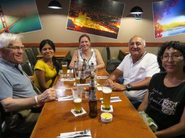 Barranca : lors d'un  souper avec ses proches collaborateurs, André Franche, Verónica Flores, Beryozka Camacho, William Cerron et Elizabeth Arias