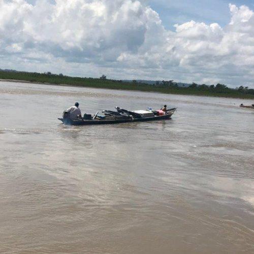 Sur le fleuve Tambo