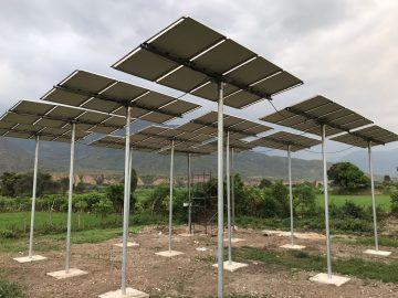 48 panneaux solaires qui activent la pompe