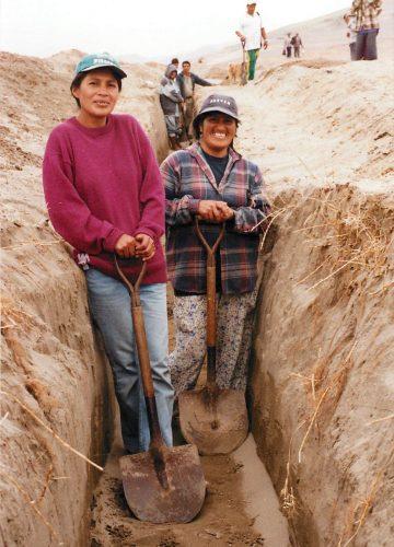 2 vaillantes paysannes lors de la réalisation du projet